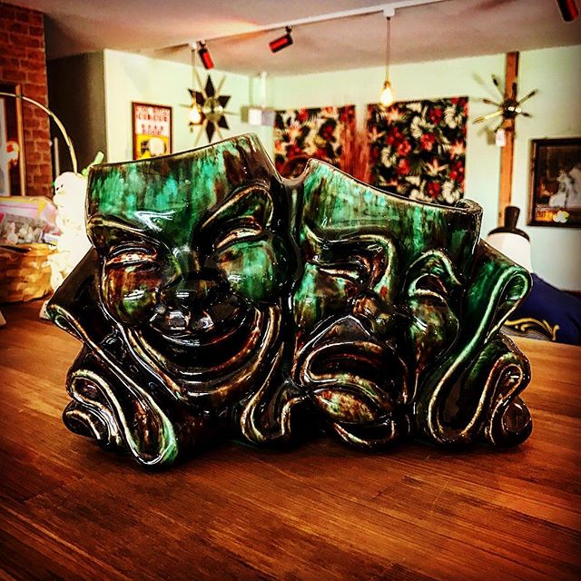 50s twoface TVlamp久々にやって来ましたよ〜〜色合い最高〜〜️かなり良い感じですこいつを眺めながら今日も.........filament開店ですよ〜〜️️️️️#filament #vintageshop #vintage #50svintage #50s#twoface #TVlamp#collectables #ビンテージ雑貨 #ビンテージトイ #アメリカンビンテージ#十勝のビンテージ雑貨屋