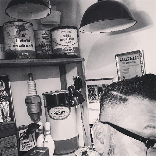 本日は地獄の様な暑さになる予報だったので ......午前中は@real.barber.murase  さんに行って......髪の毛チョキチョキして来ました夏シャン最高でした〜〜️️️家でも夏シャンしたいなぁ〜filamentかろうじてやってます️️️️#filament #vintage #vintageshop #今日は猛暑日 #十勝のビンテージ雑貨屋 #barberstyle #スキンフェード #夏シャン最高️